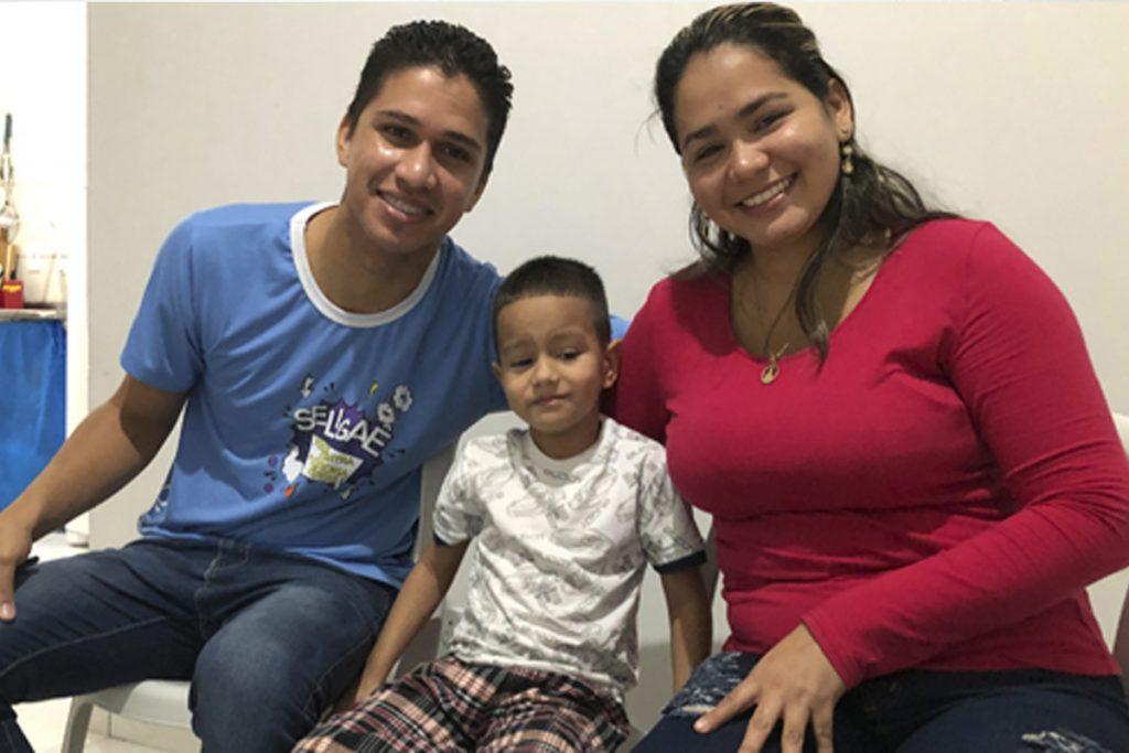 Há um ano no Brasil, casal venezuelano se estabiliza em Brasília a partir de uma oportunidade de emprego
